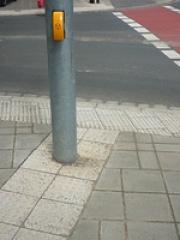 Merkwürdig geriffelter Bürgersteig – Wozu ist das gut?