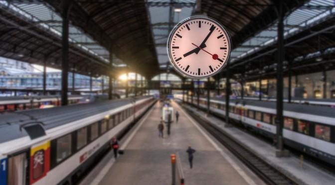 Das Ausharren des Sekundenzeigers einer Bahnhofsuhr